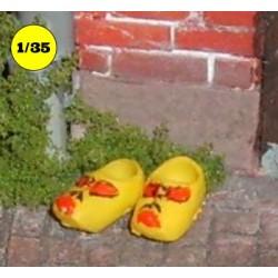 2 clogs
